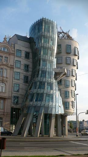 Krzywy dom - Praga