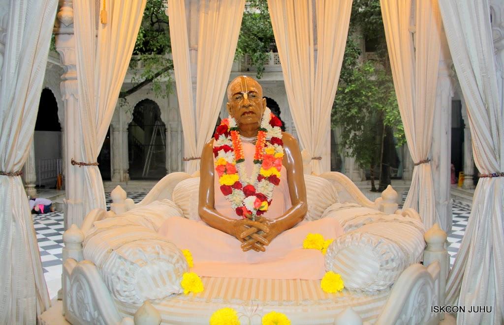 ISKCON Juhu Sringar Deity Darshan on 3rd Aug 2016 (44)