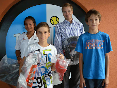 Vainqueurs des simples: Muriella Mahefa WS, Nicolas Pisecky MS, Yoan Bell U10, Nicolaj Simic U16