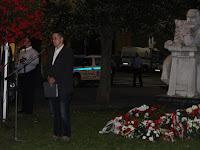09 - a koszorzás utána a résztvevők elénekelték nemzeti imánkat.JPG