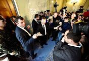 В кулуарах Рады произошла массовая драка: депутаты разнесли пресс-пойнт. Видео и фото потасовки