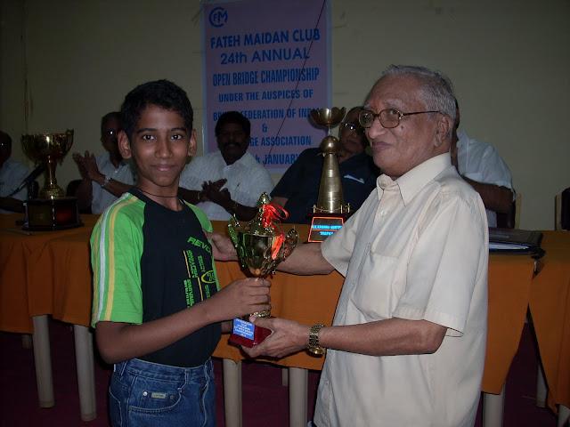 4. Sri Kamalakar Rao, former President BFI presenting a token trophy to the youngster Master Vijay Shankar