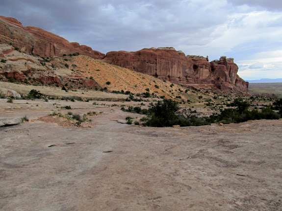Trail on the east side of Courthouse Rock