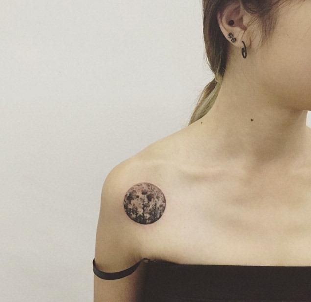 Esta árvore e a lua ombro tatuagem