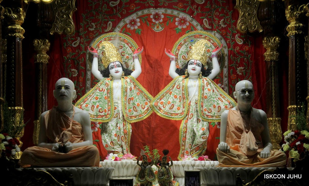 ISKCON Juhu Mangal Deity Darshan on 28th June 2016 (28)