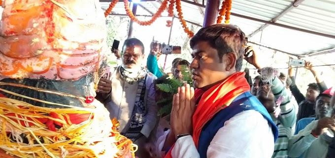 मोरवा में पशुपालन मंत्री ने बाबा केवल धाम में की पूजा अर्चना की,एवं कहा पशुपालन एवं मत्स्य पालन से समृद्ध होगा बिहार मुकेश सहनी