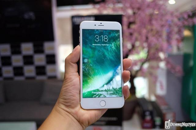Không chỉ nhái ngoại hình, chiếc điện thoại này còn nhái luôn cả giao diện iOS 10 bên trong nhằm đánh lừa người mua