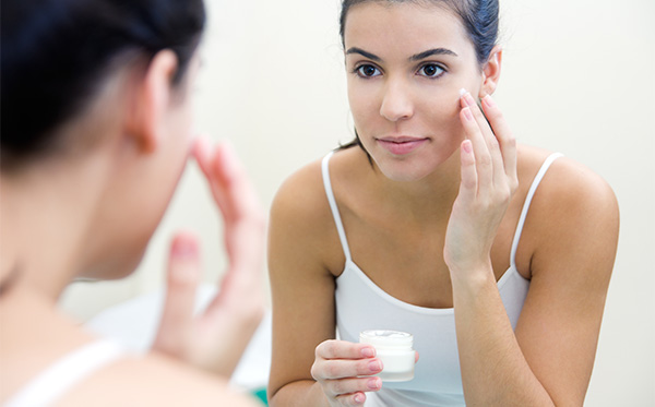 THE BEST WAYS TO TAKE CARE YOUR SKIN BEFORE GOING TO SLEEP EVERY NIGHT 2
