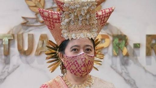 Puan Maharani Utarakan Pentingnya Menghargai Pakaian Adat dari Seluruh Indonesia