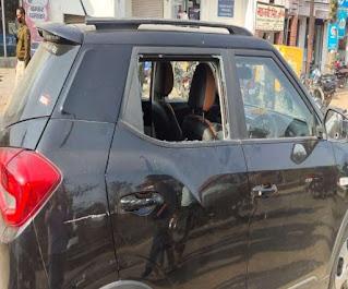 BIHAR CRIME:बंधन बैंक के मैनेजर की कार का शीशा तोड़कर उड़ाए एक लाख रुपये