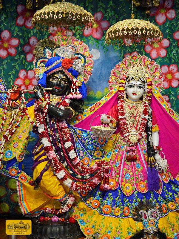 ISKCON Ahmedabad Sringar Deity Darshan 16 August 2016 (2)