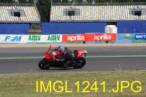 Aprilia track days : Magny-Cours le 22 avril 2011 - Page 5 IMGL1241