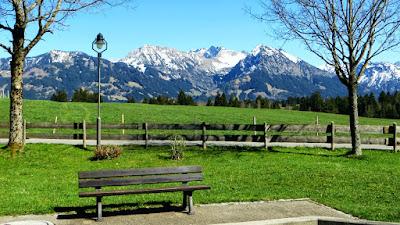 Kurpark Bolsterlang Blick Schnippenkopf, Entschenkopf, Nebelhorn und Rubihorn Allgäu