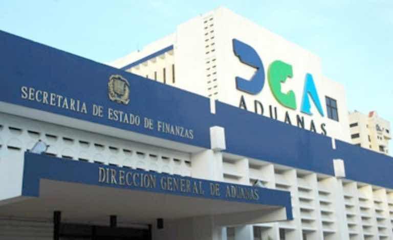 Exempleados de Aduanas son enviados a la cárcel por contrabando de vehículos