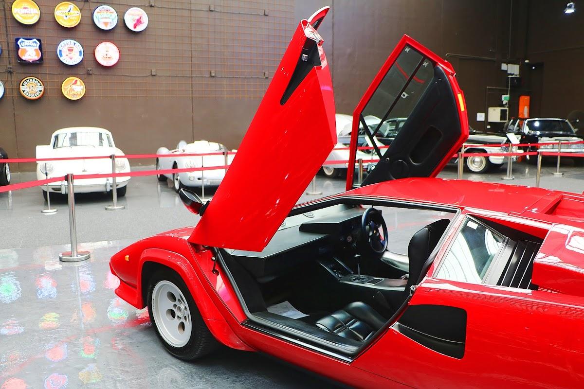 Lamborghini Countach (20).jpg