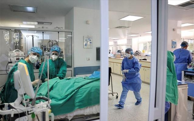 Υψηλότερος κίνδυνος νοσηλείας για τους ανεμβολίαστους από τη μετάλλαξη Δέλτα