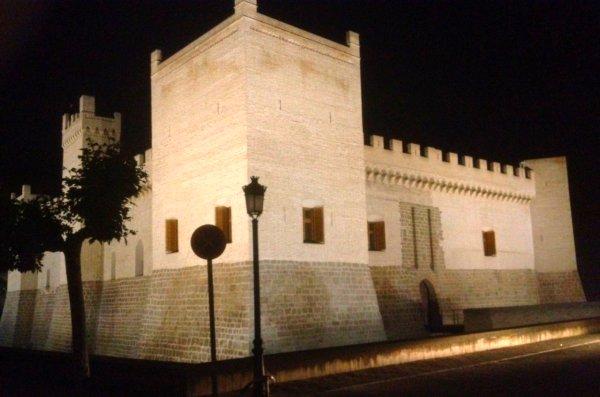 El Castillo de Marcilla iluminado por la noche