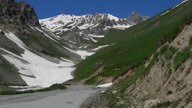 Monts Hissar, Anzob Pass, piste vers le vallon Nord, 3260 m. 27 juillet 2009. Photo : J.-F. Charmeux
