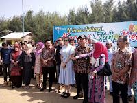 Aura kasih dan Armada Band melakukan kunjungan obyek wisata di Rembang