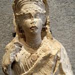 Palmyre - Bas-relief funéraire : buste de femme (calcaire, IIe s. ap. J.-C.)