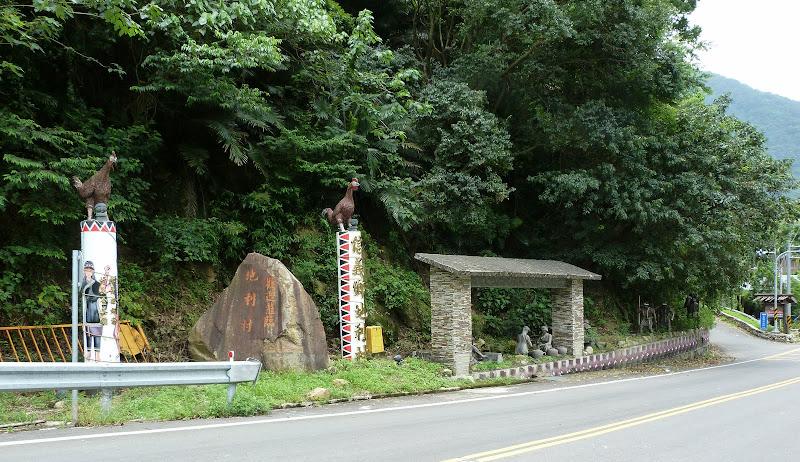 Puli  en passant , entre autres, par les villages de l ethnie Bunum de Loloko et Dili. J 10 - P1160946.JPG