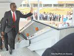 Le Premier ministre congolais, Matata Mponyo Mapon à l'aéroport internationale de Ndjili à Kinshasa, le 30/07/2015 lors de l'arrivée de l'Airbus de la compagnie aérienne Congo Airways. Radio Okapi/Ph. John Bompengo