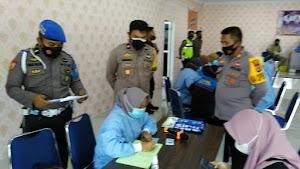 Hut Bhayangkara Ke 75, Polres Soppeng Bekerja Sama Pemkab Soppeng Menggelar Vaksinasi Covid - 19