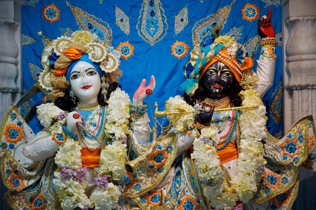 ISKCON New Govardhan Deity Darshan 08 Dec 2016 (10)