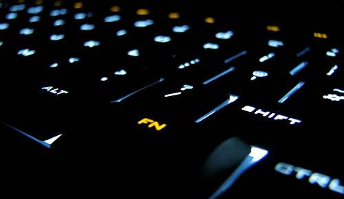 Tastiera con tasti illuminati (per le sessioni di lavoro notturne)