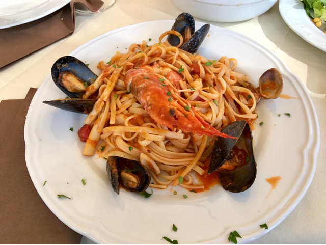 Linguine allo Scoglio - pasta with mussels, clams and squid