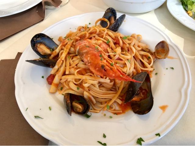 Linguine allo Scoglio - pasta with mussels, clams and squid