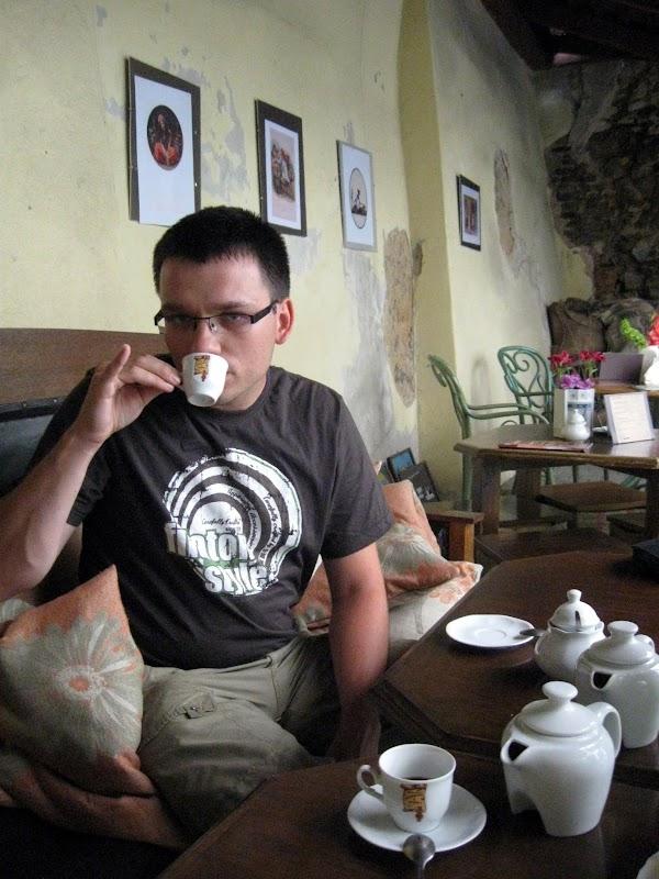 Maciej uczy się picia kawy