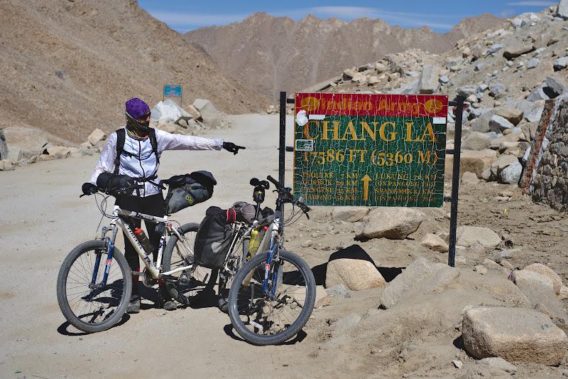 Chang-La, 5300 de metri, ultimul pas cucerit din concediu.