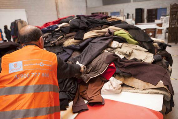 10 toneladas de ropa para los refugiados