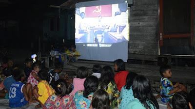 Lantamal I bersama Masyarakat Kampung Nelayan Seberang Nonton Bareng Film G 30 S/PKI