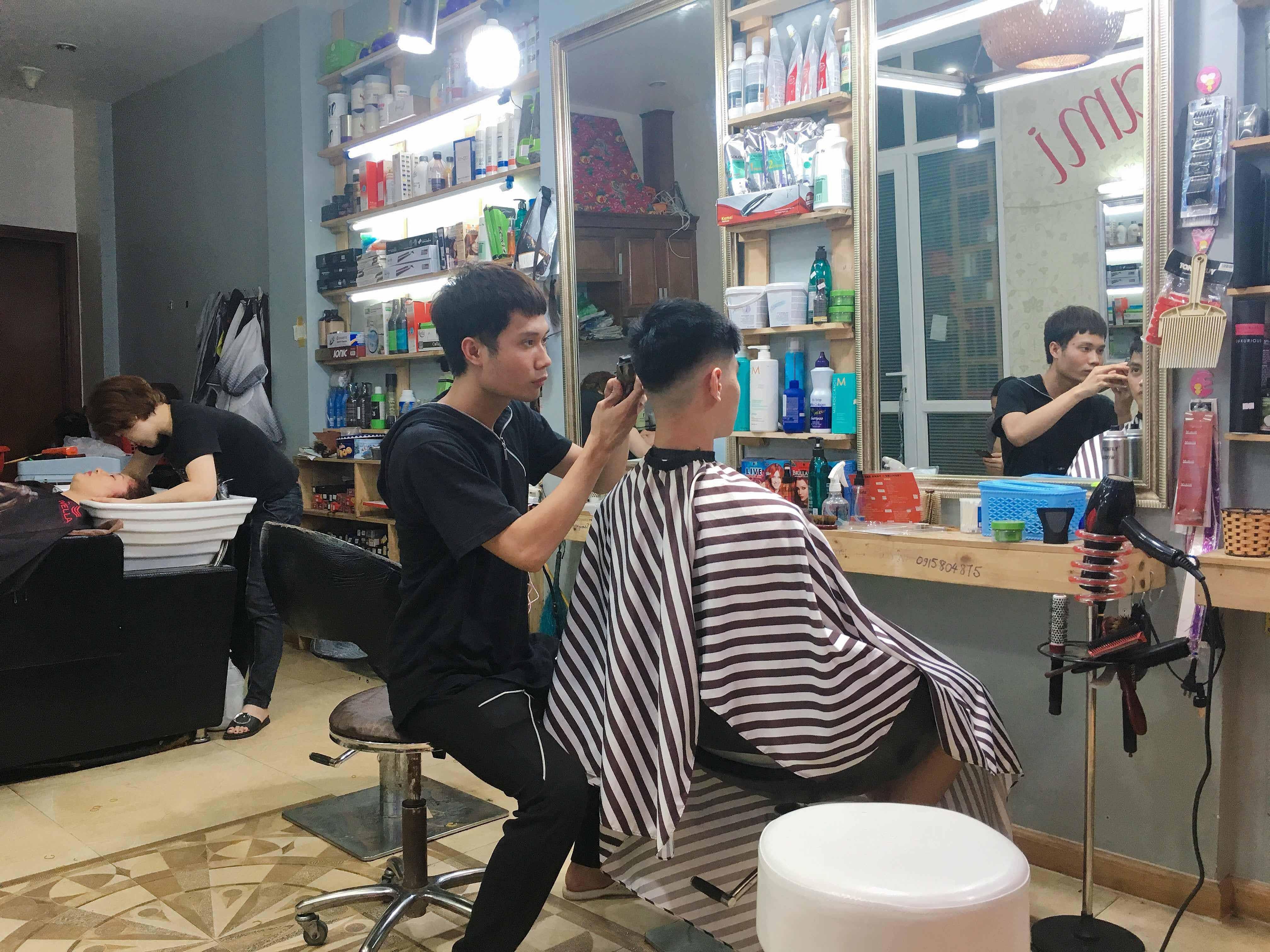 Tại sao nên học nghề cắt tóc gội đầu vào thời điểm này?