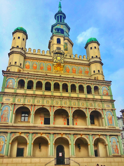 The historic Poznan Town Hall stands in the centre of the square. If you're really lucky, you may even hear a live performance from one of the top floors.