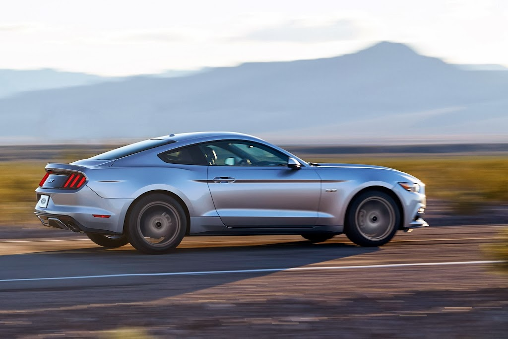 2015-Ford-Mustang-03