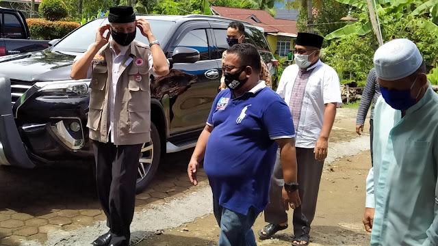 Foto: Wako Mahyeldi Ketika Berkunjung ke Mushalla Al Ikhlas Kapalo Pasa. Berterimakasih, Bupati Solok Berkirim Surat ke Wali Kota Padang.