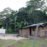 Case avec installation pour collecte nocturne. Ebogo (Cameroun), 8 avril 2012. Photo : J.-M. Gayman