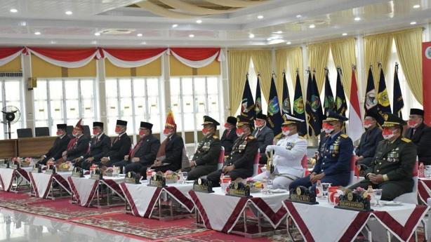 Pangdam I/BB Hadiri Penaikan dan Penurunan Bendera Upacara HUT ke-76 Kemerdekaan RI