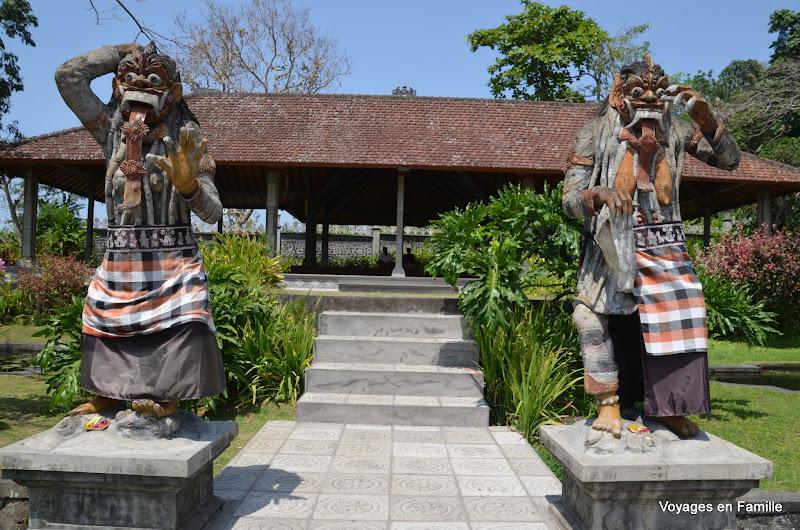 Tirtagangga statues