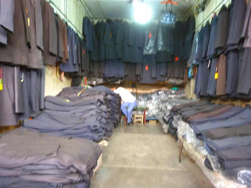 sombres vêtements