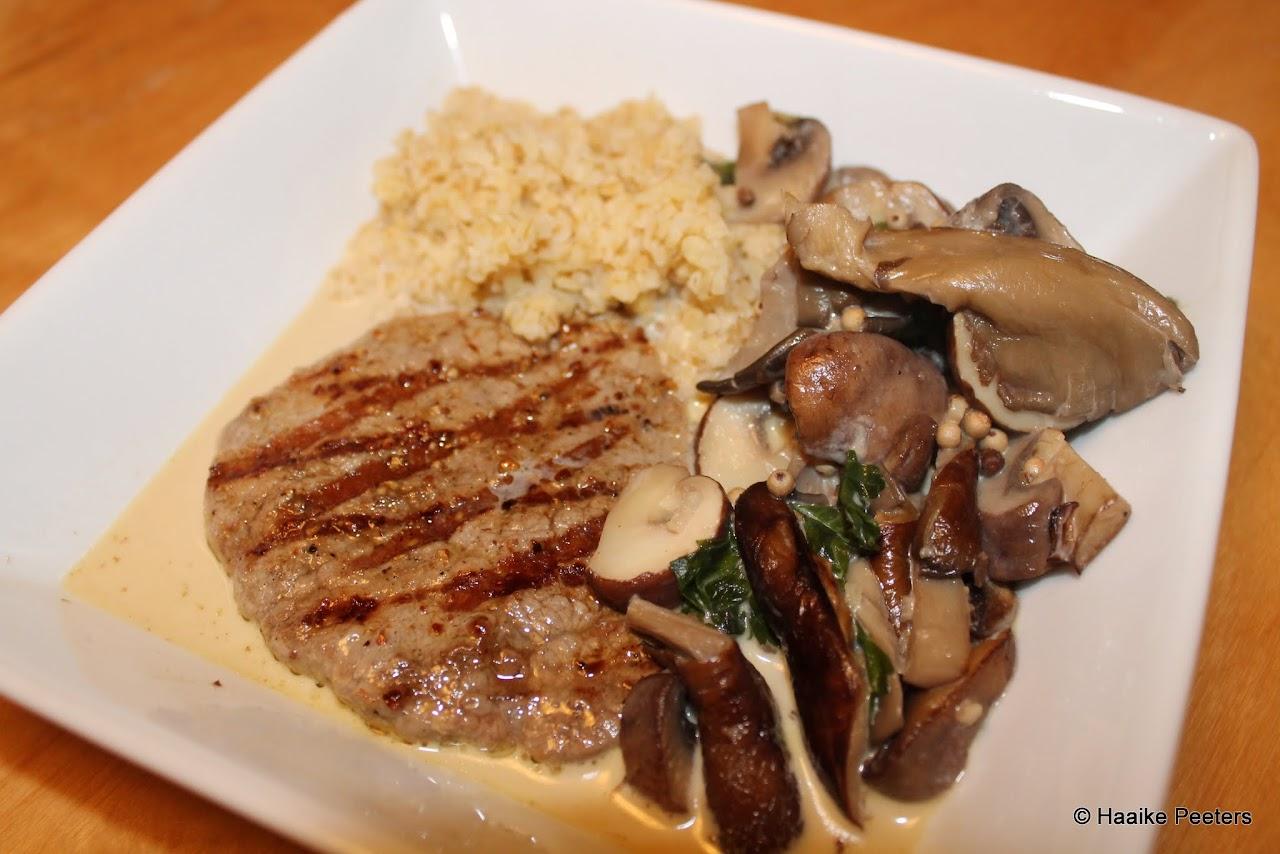 Pepersteak met room en paddenstoelen (Smakelijk!)