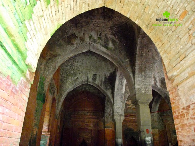 An inside view of 09 Dome Mosque