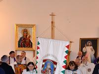 04 Magyarok Nagyasszonya, Világ Győzelmes Királynője Szent Korona Lovagrend tagjai kivonulnak a templomból.JPG