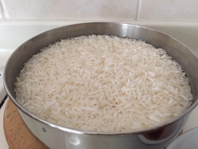 rice pressure cooker allows the rice cook under