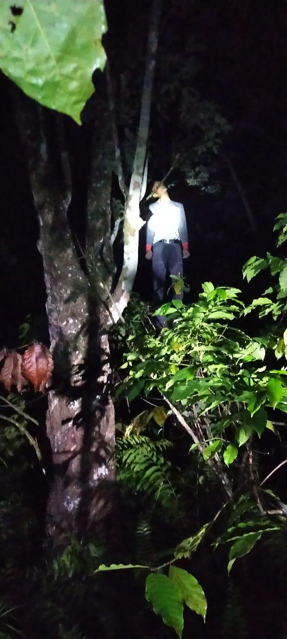 Penemuan Mayat diduga Gantung Diri di perkebunan karet,Desa Derati kec Kotapadang Kab.Rejang Lebong.