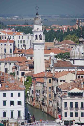 L'église orthodoxe San Giorgio dei Greci vue depuis le campanile de la basilique Saint-Georges (San Giorgio Maggiore).