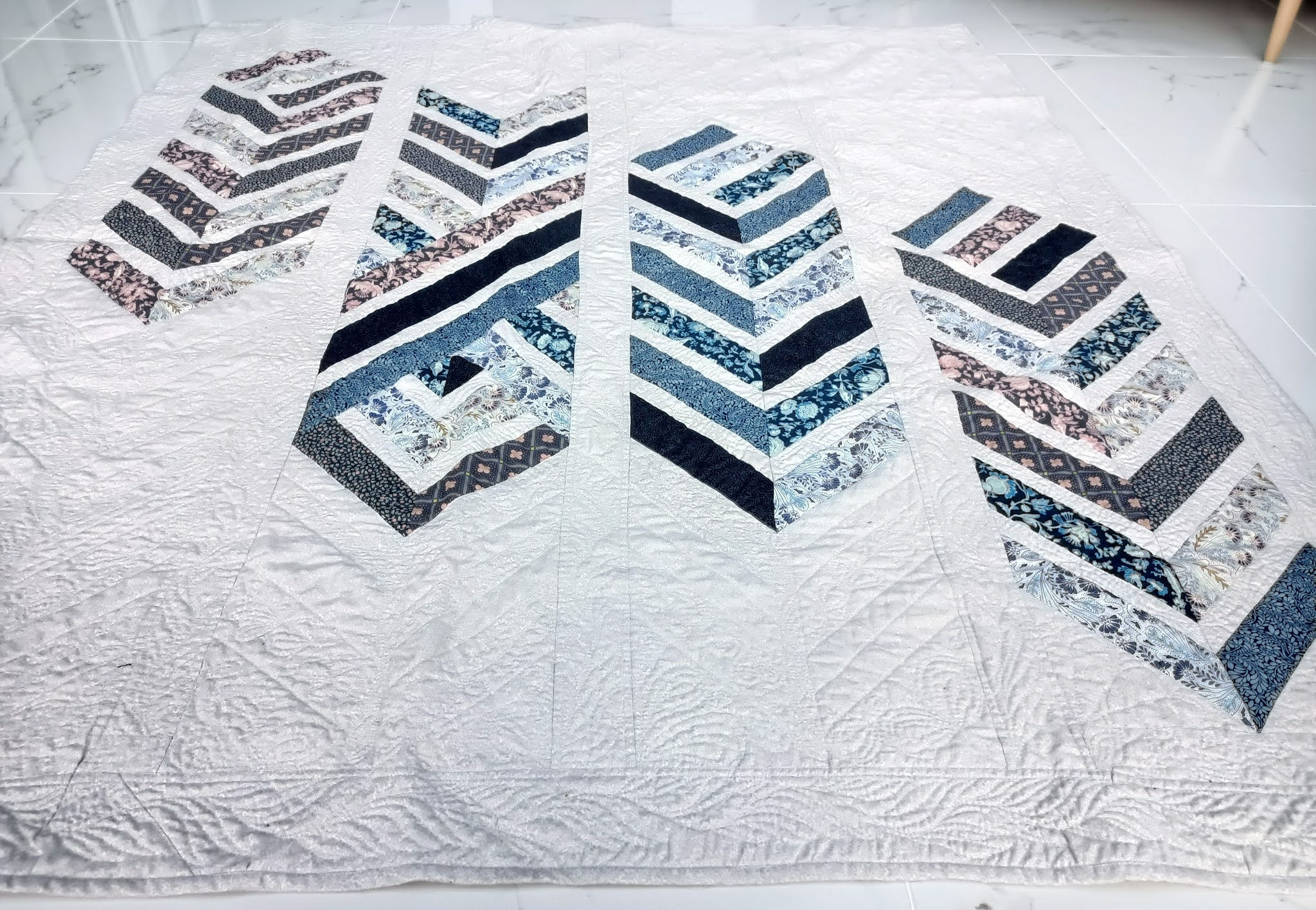 Binding a large quilt, feathered arrows quilt